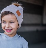 Strojmisie ZANDKLEURIGE BEANIE MET POM  | KINDER MUTS BEIGE | BABY MUTS BEIGE
