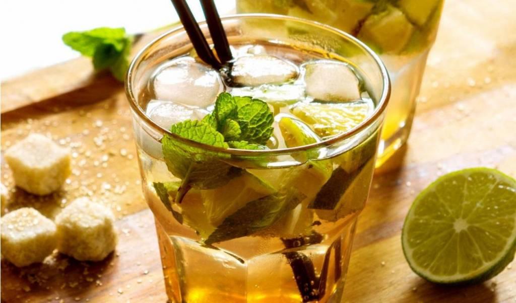 Tropische cocktail met groene thee
