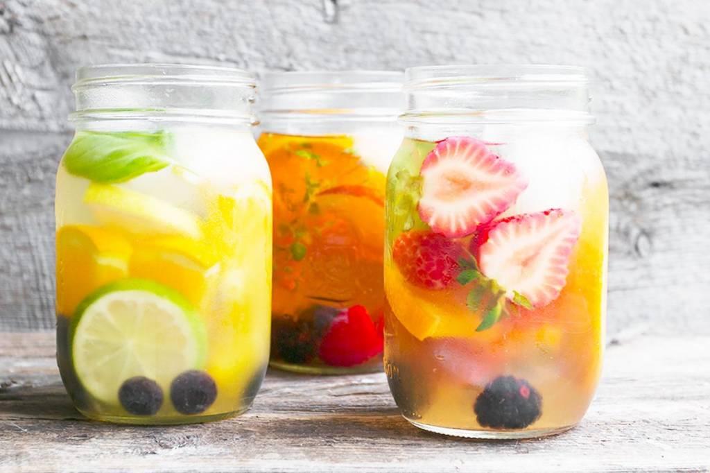 Overheerlijke ijsthee met vers fruit