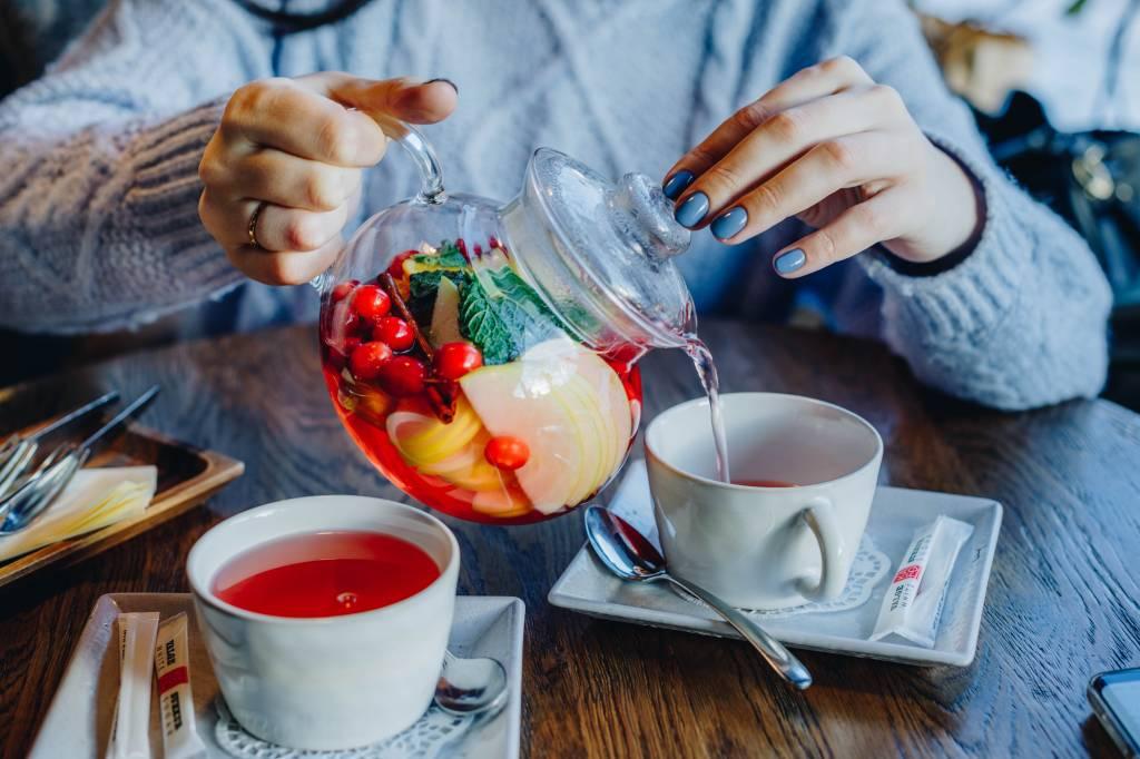 Gezond de dag beginnen met biologische thee
