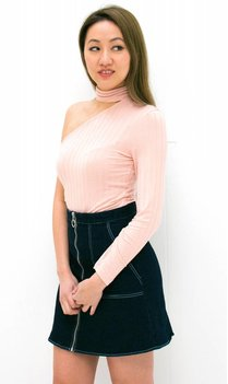 Roze Off Shoulder Choker Top