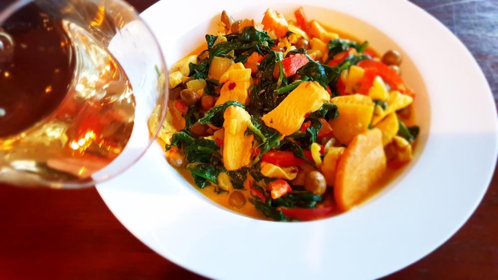 Spicy kip met jonge veldertjes en spinazie