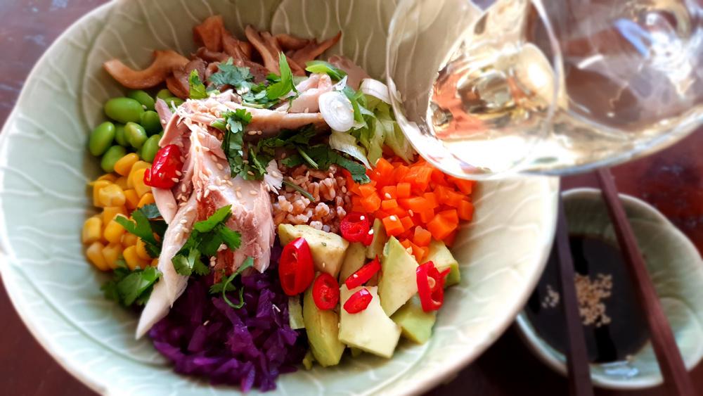 Poké bowl met spelt en makreel