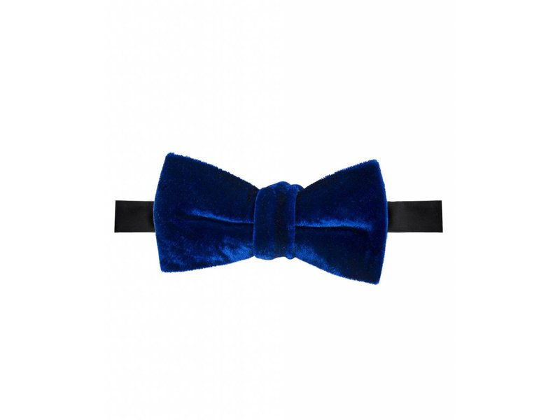 Michaelis Bowtie navy knotted velvet self-bowtie.