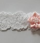 Elastisch hoofdbandje wit kant met roze bloem