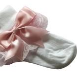 Wit sokje met kant en roze strik