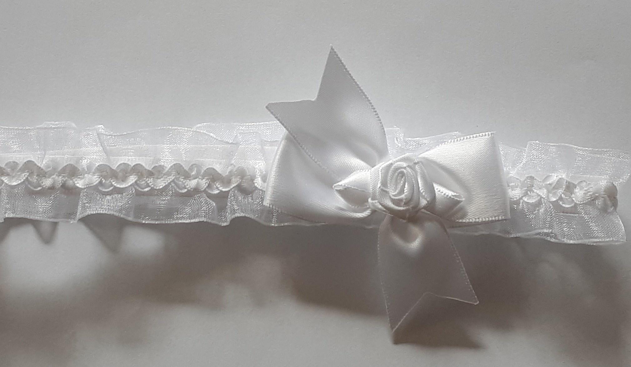 Hoofdbandje organza wit met satijn strik en roosje