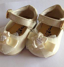 Babyschoentje en kinderschoen ivoor