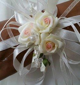 108 Polscorsage ivoor roosjes met roze