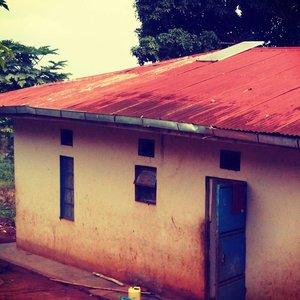 Spende 25% für ein neues Dach des Personalgebäudes