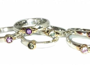 Zilveren ring edelsteen met gouden detail