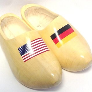 Holzschuhe mit Flagge