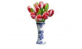 Die rot-weiße hölzerne Tulpe ist das Symbol der Parkinson-Krankheit