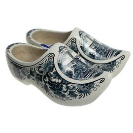 Wooden shoes with mill poly delftblue