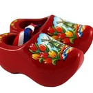 Souvenirs woodenshoes red 8cm