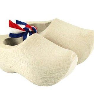 blanke souvenirklompjes gemaakt uit beukenhout met een lengte van ca 5 cm