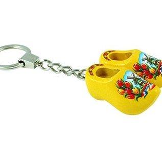 sleutelhanger met 2 klompjes van 4 cm in de kleur geel