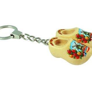 sleutelhanger met 2 klompjes van 4 cm in de kleur blank gelakt