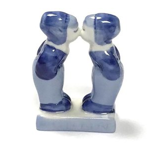 kussende jongens delfts blauw