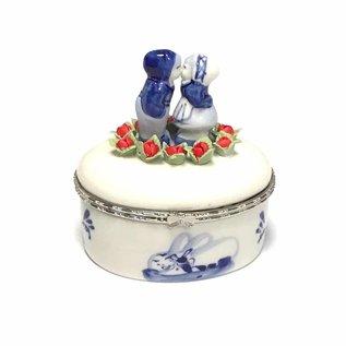 Oval Box Delft blau küssendes Paar