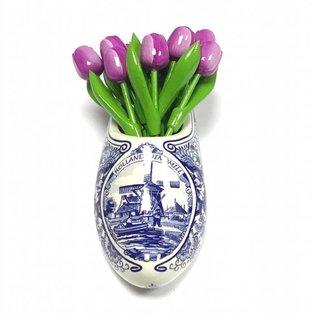 Lila Tulpen aus Holz in einem Delfter blauen Clog