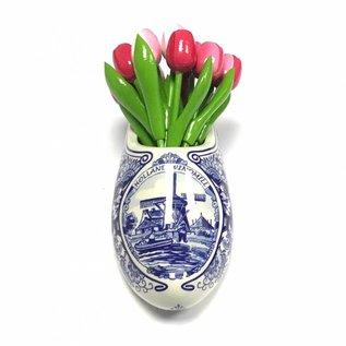 Houten tulpen in gemengde kleuren roze in een Delfts blauwe klomp
