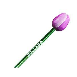 Paarse houten tulp op een potlood