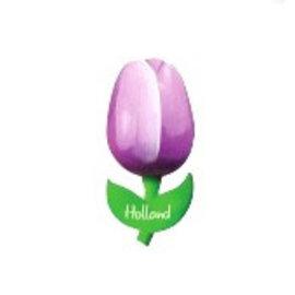 Lila hölzerne Tulpe auf einem Magneten