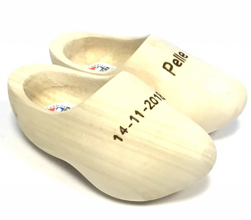 Discover the possibilities of engraving wooden shoes