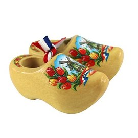 Souvenirs woodenshoes varnished with tulips and a windmill.