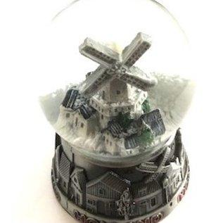 Metalen sneeuwbol klein met een dorpje met molen