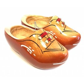 Robust children's wooden shoes red-brown