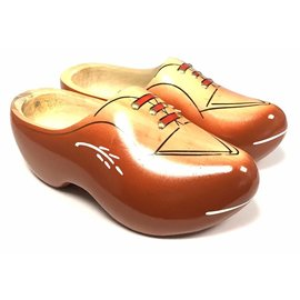 Robust wooden shoes red / brown