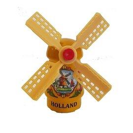 Gele souvenirmolen op een magneet