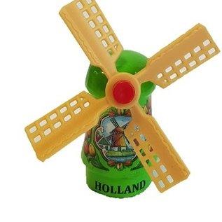Groen  souvenirsmolentjes op een magneet