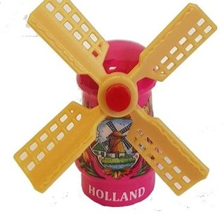 Roze  souvenirwindmolen op een magneet