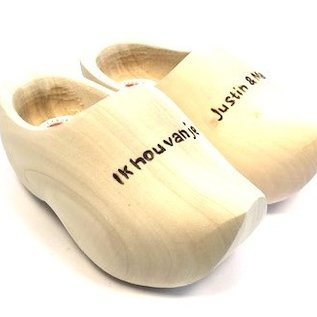 Pointed wooden shoes with engraving