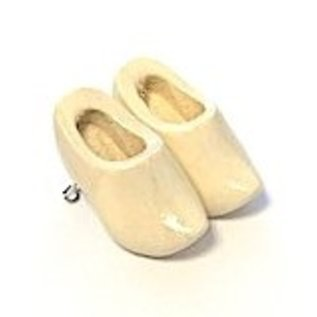 Brooch clogs with flag