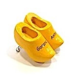 Brooch clogs with text