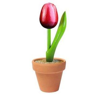 houten tulpje rood in een aardewerk potje