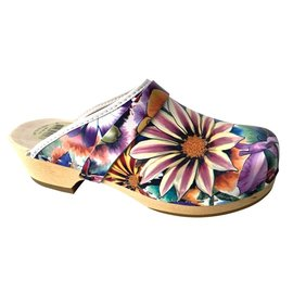 Ladies shoe clog flowers