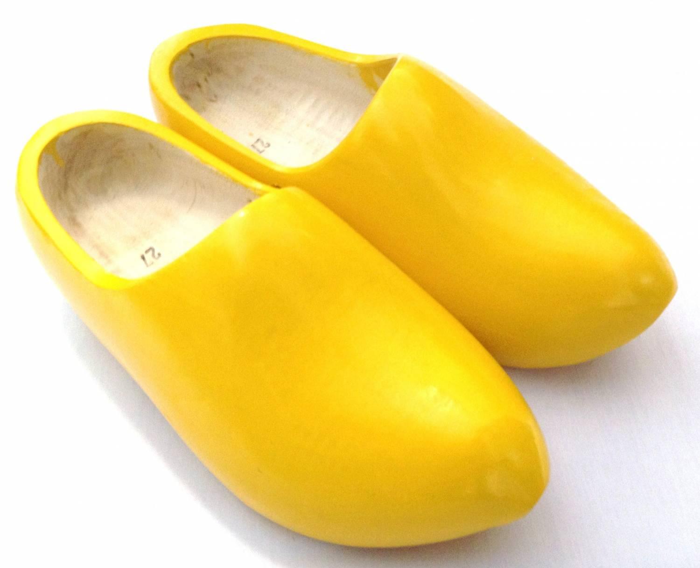 De unieke uitstraling van gele klompen