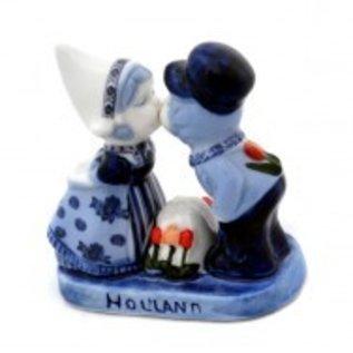 kissing couple delfts blue