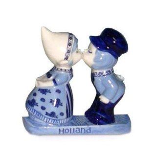 magnetic ceramic delft blue kiss couple
