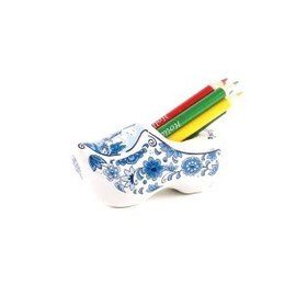 Delft Blue clog sharpener with crayons