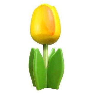 Gele houten tulp op een blad