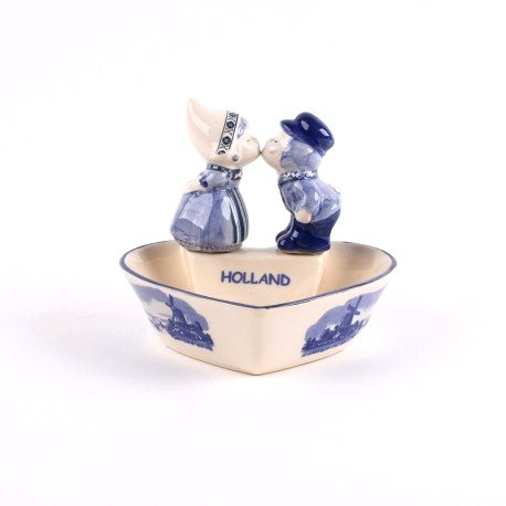 Dutch glory: Delft blue souvenirs