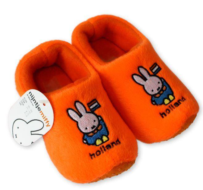 Warm feet with clog slippers