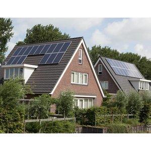 Compleet zonnepanelen doe-het-zelf set voor een schuin dak