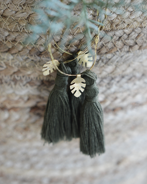 available early October 2020 5 WIRE ORNAMENTS OLIVE TASSEL